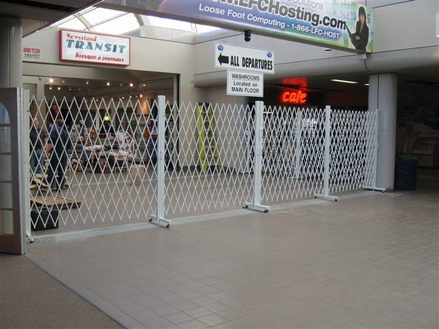 Expandable Trackless Barriers