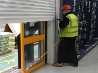 arrow-shutters-worker